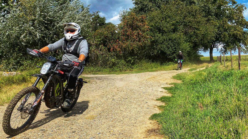 elektirsch offroad rijden E-tour Sur-ron Endurofun 10
